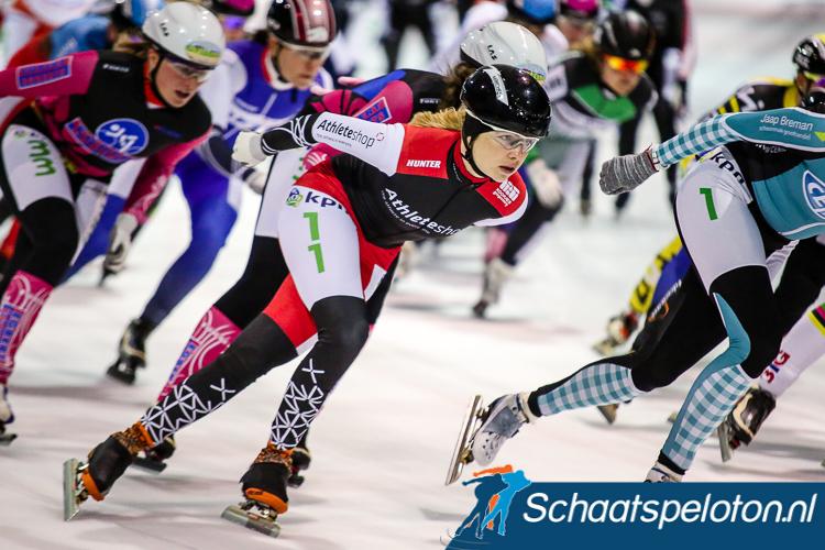 De 24-jarige Sharon Hendriks, in december 2013 nog goed voor een overwinning op het hoogste niveau, komt na een jaar waar zij door lichamelijke ongemakken niet in actie kon komen voor Steigplank.com over naar de ploeg van haar jongere zus.