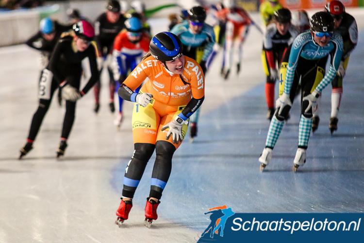 Met een vuistje viert Demi van Benthem haar tweede overwinning in de Regiotop.