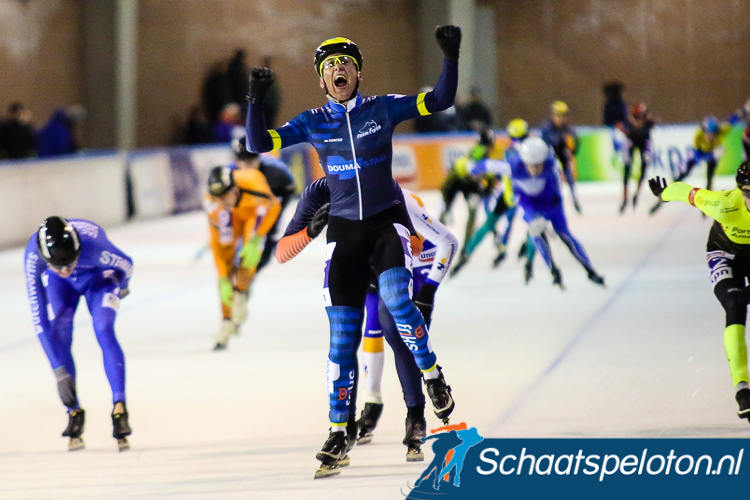 Engbert de Vegt schreeuwt het uit, na acht jaar wint hij weer een marathon.