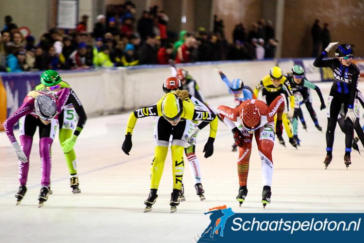 Kelly Schouten (mi.) sprint naar de tweede zege in haar carrière.