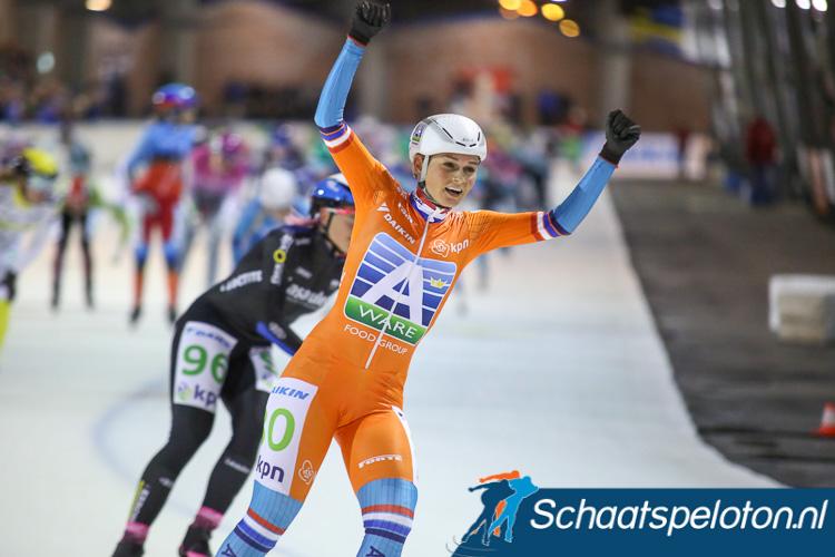Irene Schouten won het WK mass-start bij de dames.
