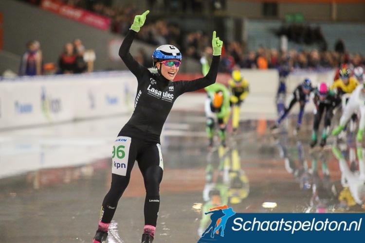 Francesca Lollobrigida is in een warm Den Haag het peloton te snel af.