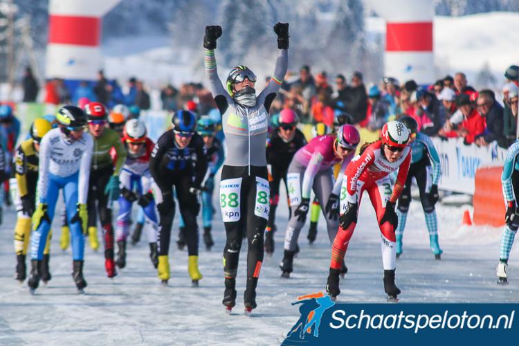 Manon Kamminga kan juichen, zij wint de Aart Koopmans Memorial op de Weissensee.