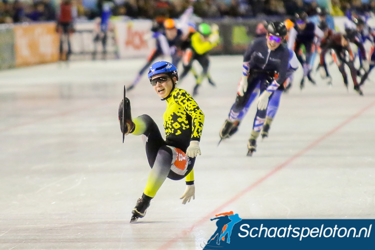 Stijn van de Bunt kwam tijdens zijn juichcapriolen ten val maar won met ruim verschil het NK bij de Junioren C.