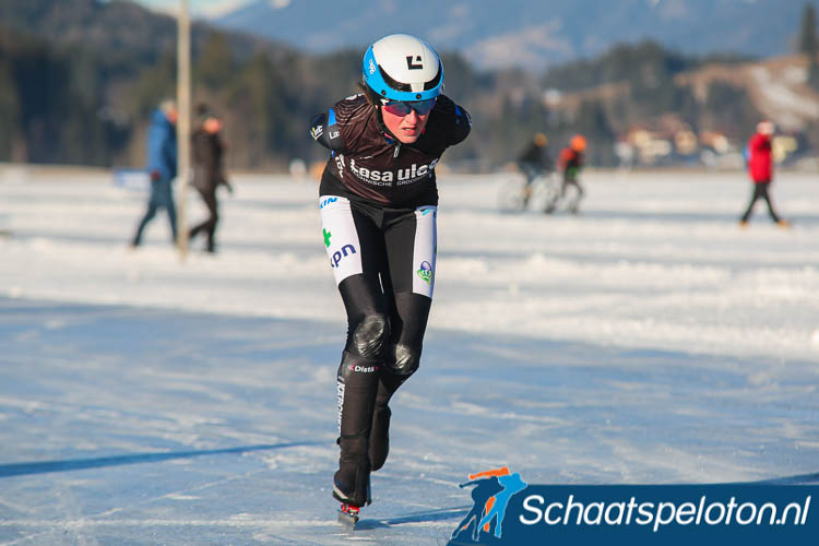 Corina Strikwerda in actie op de Weissensee.