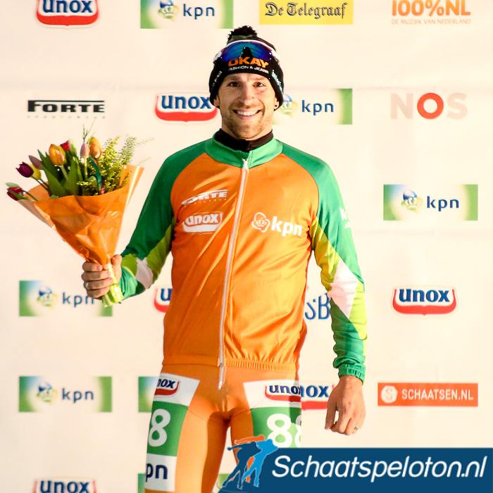 Crispijn Ariëns mocht voor de Sinterklaas-stop in Hoorn zijn vijftiende Oranje leiderstrui aantrekken.