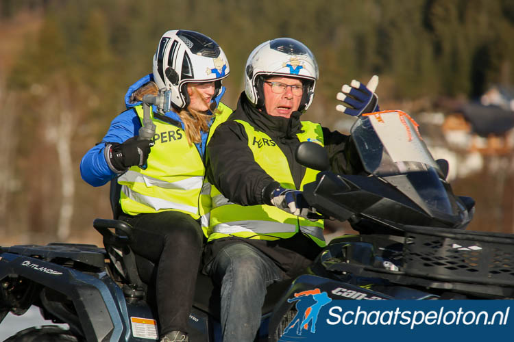 Dirk de Velde Harsenhorst, nu met een redacteur van Weissensee.nl achterop, bezig met zijn laatste ronden op de Weissensee.