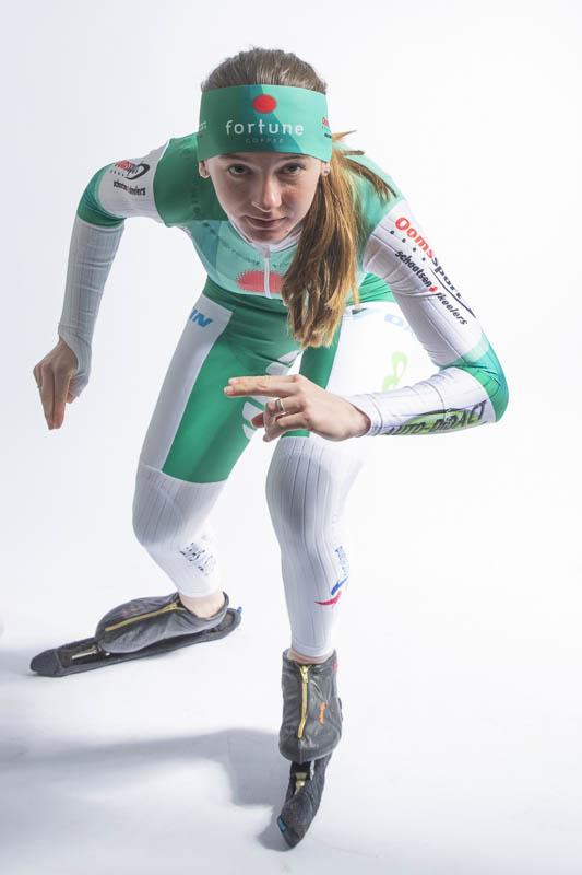 Evelien Vijn komt komende winter in het marathonschaatsen uit in de kleuren van Fortune Coffee.