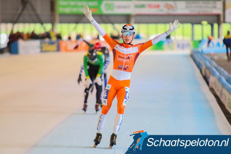 Harm Visser kan juichen: hij wint het NK marathonschaatsen voor Junioren A.