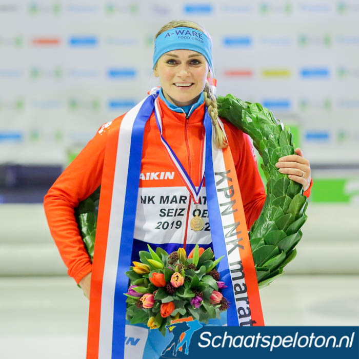 Irene Schouten ontving na het NK marathonschaatsen haar zesde NK-medaille.