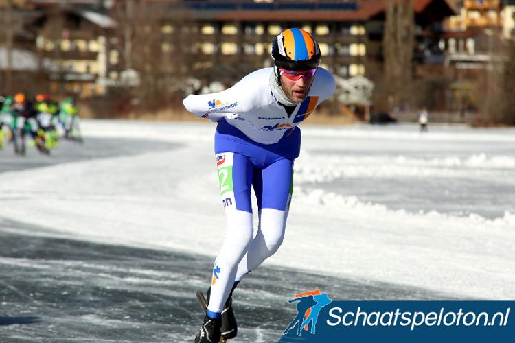 De 38-jarige Jouke Hoogeveen rijdt ook komend seizoen voor De Haan Westerhoff, net als Timo Verkaaik en Erwin Mesu.
