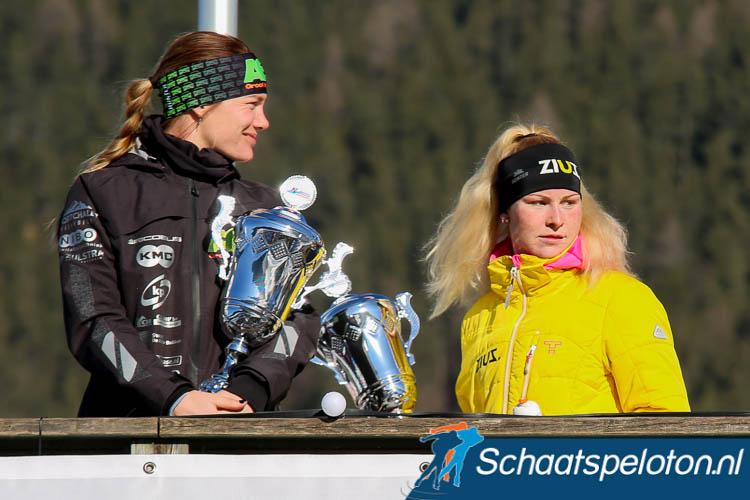 Niet Marijke Groenewoud (re.) maar Manon Kamminga (li.) wint de Aart Koopmans Memorial nadat Groenewoud alsnog een rode kaart ontvangt.
