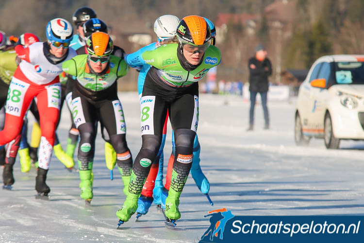 Manon Kamminga eerder op de Weissensee al goed voor twee overwinningen pakt nu ook in Luleå haar tweede overwinning.