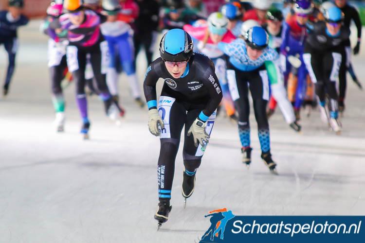 Olin Verhoog bleef in het eindklassement van de Oomssport Marathon Cup net als hier in de openingswedstrijd bij de beloftendames Deborah Veerman voor.
