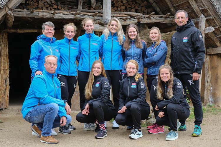 Team Schaatsshopdrenthe met zusterploeg Hunebed Highway.
