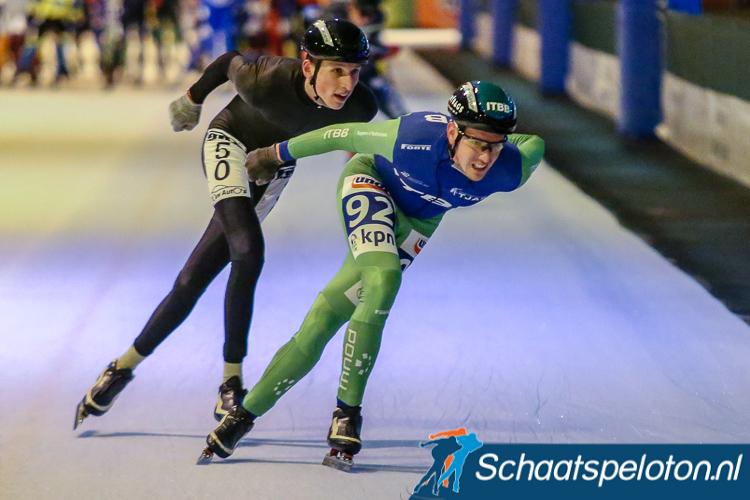 In Groningen heeft Thijs Willem van der Vegt (li.) het eindklassement van de Oosterhavenbokaal gewonnen. De winst in de finale moest hij laten aan Guido van Gelder (re.).