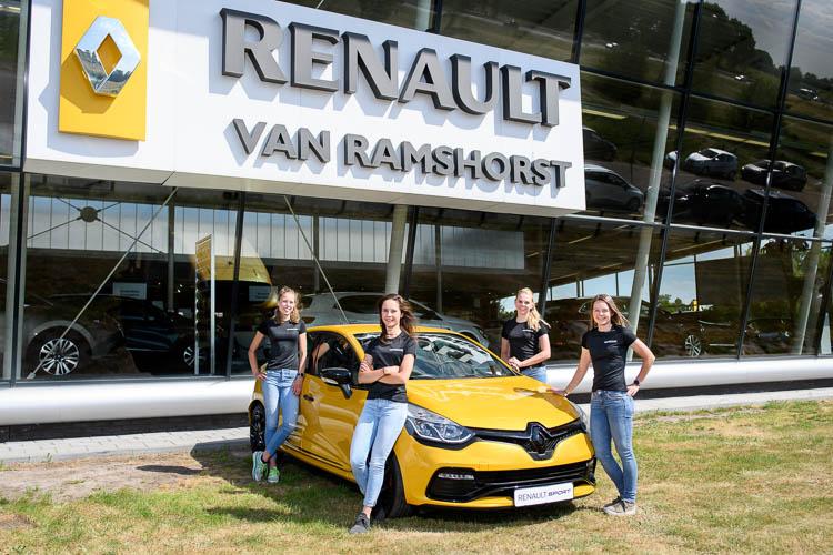 Het nieuwe Van Ramshorst / Blue Dune presenteert zich bij de vestiging van hun nieuwe hoofdsponsor.