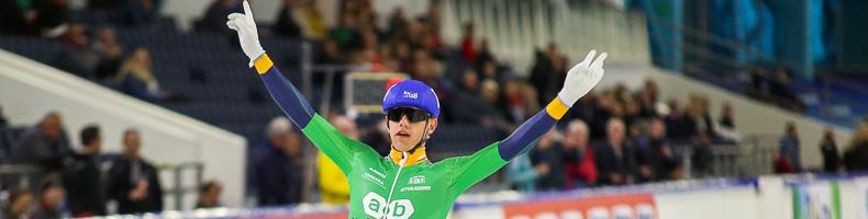 Bart Hoolwerf en Manon Kamminga winnen Heerenveense mass-start
