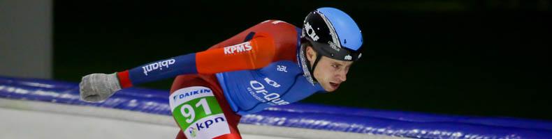 Bart de Vries met solo-aanval naar victorie in Alkmaar
