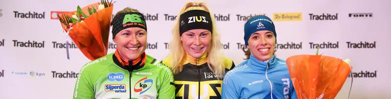 Marijke Groenewoud sprint weg bij peloton bij opening Trachitol Trophy