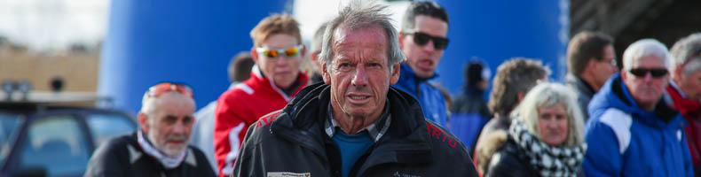 Weissensee-ijsmeester Norbert Jank breekt met sneeuwveegmachine door ijs en komt met schrik vrij